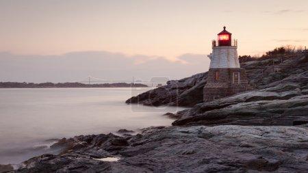 Photo pour Phare de Castle Hill au lever du soleil à Newport, Rhode Island, USA . - image libre de droit