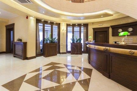 Photo pour Luxe hôtel Hall d'accueil avec réception ouverte 24h/24 - image libre de droit