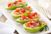 Avokádó, a tonhal és a paradicsom saláta