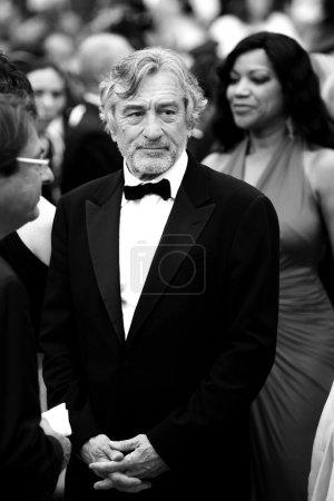 Photo pour Cannes, france - 22 mai : jury Président robert de niro, assiste à la cérémonie de clôture durant le 64e festival de cannes le 22 mai 2011 à cannes, france. - image libre de droit