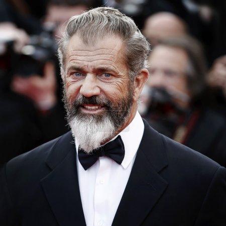 """Photo pour ANNES, FRANCE - 18 MAI : Mel Gibson assiste à la première de """"The Expendables 3"""" lors du 67e Festival de Cannes, le 18 mai 2014 à Cannes, France . - image libre de droit"""