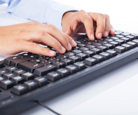 Photo pour Homme d'affaires utilisant l'ordinateur sur un fond blanc - image libre de droit