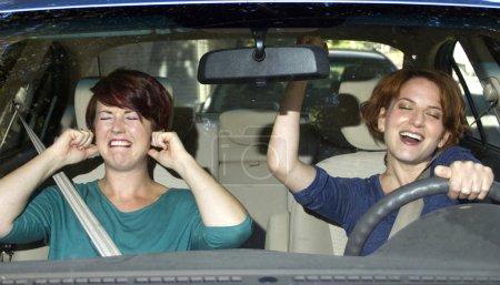 Photo pour Agacé passager et pilote féminine de chant - image libre de droit