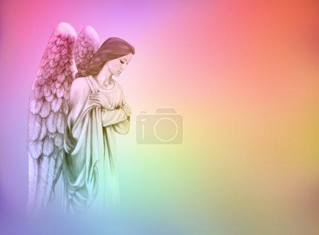 Foto de Ángel de la guarda en arco iris de color graduado fondo con espacio grande copia - Imagen libre de derechos