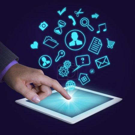 Écran tactile du doigt de la tablette