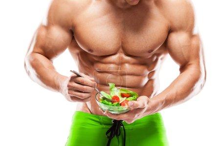 Photo pour Body Man en forme et en bonne santé tenant un saladier frais, en forme d'abdomen, isolé sur fond blanc, coloré retouché - image libre de droit