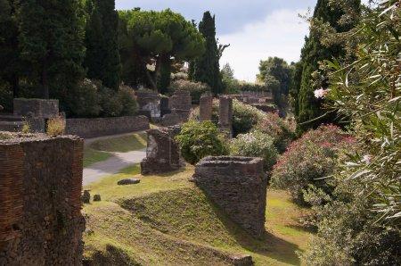 Photo pour La ville romaine de Pompéi a été enterrée par l'éruption en 79 après JC du Vésuve qui couvre une vaste zone juste à l'extérieur de l'actuelle ville de Naples dans le sud de l'Italie - image libre de droit