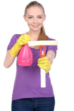 Photo pour Jeune belle femme au foyer blonde nettoyage isolé sur fond blanc - image libre de droit